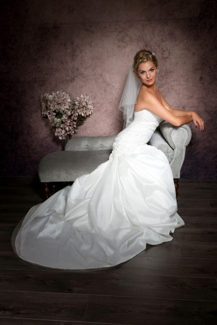 Abigail – elbow length veil with crystals and pearls