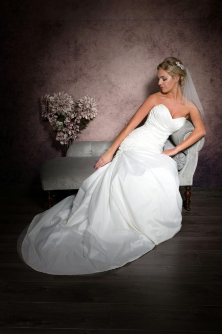 Jessie – shoulder length bridal veil with diamantes