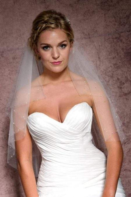 Waist length veil with diamante closeup