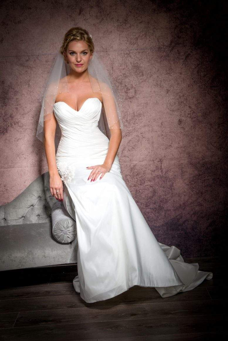 Waist length veil with diamante