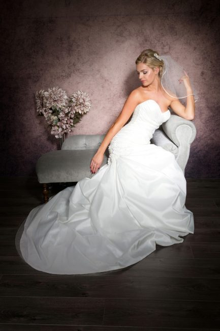 Ruby – shoulder length veil with ribbon trim