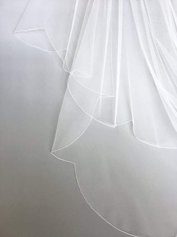 scalloped edge on veil