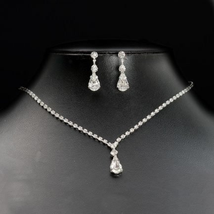 TLS1547 – diamante necklace with a central teadrop & matching earrings