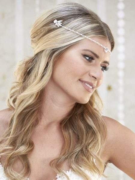 AR579 – half halo with diamante, pearl & crystal