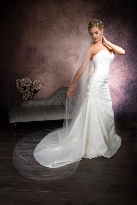 Carina – one layer chapel length veil with diamantes falling stars