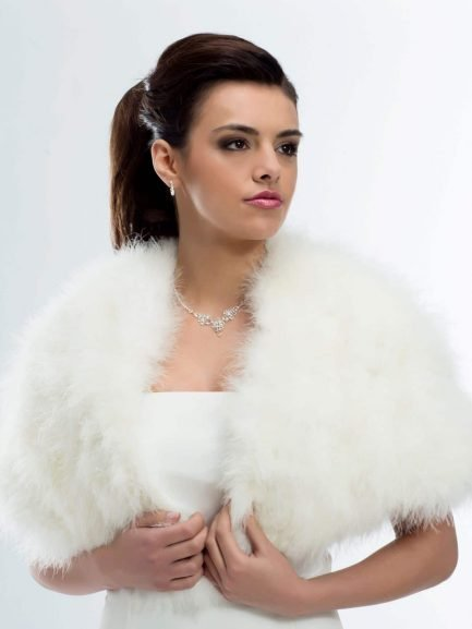 BB184 – cream bridal cape with soft marabou fur