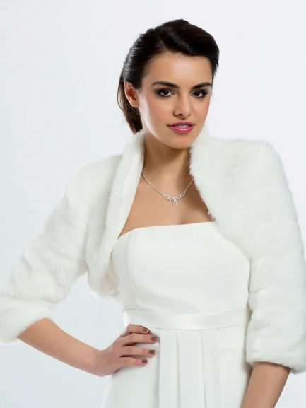 BB42 – faux fur cropped bridal jacket with 3/4 length sleeves