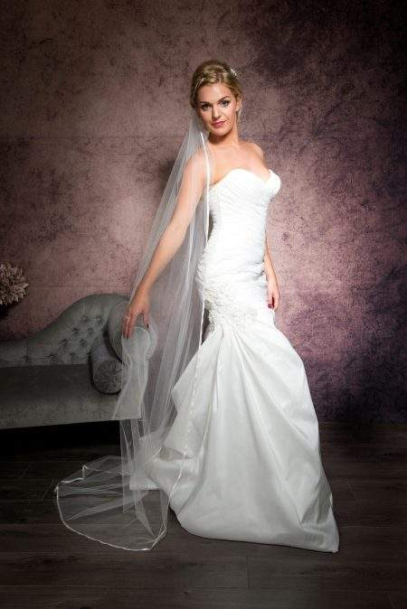 Eliza – single layer floor length veil with ribbon edging