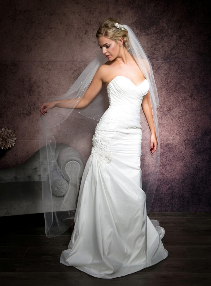 Bride wearing a pretty floor length veil with a simple edge