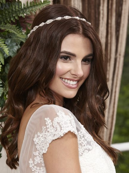 LT631 – full circle bridal halo with teardrop diamantes