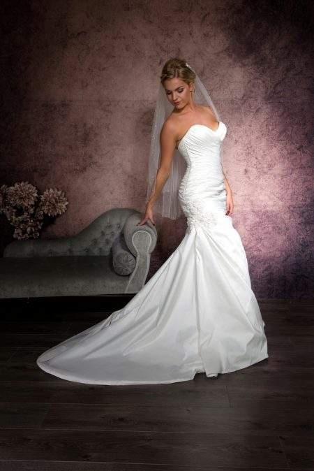 SALE! Lynsey – two layer hip length veil with pearls & diamantes – light ivory