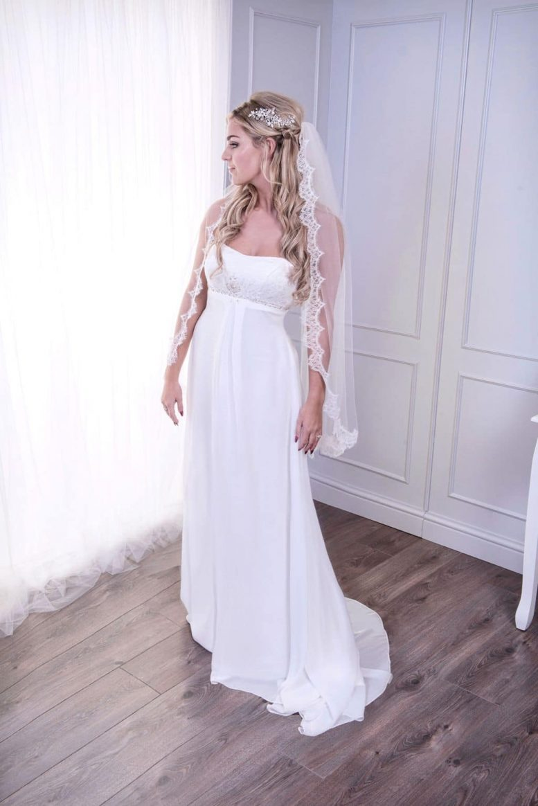 veil with French lace