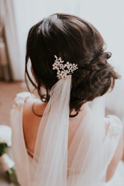 HP4255 – silver hair pin with pearls & diamante leaf sprays.