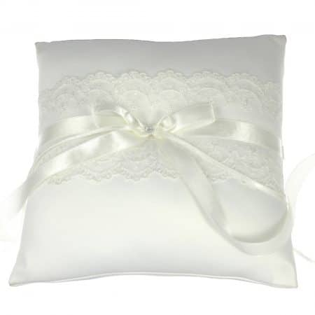 LR026 – ring cushion in satin & lace with ribbon & diamante details