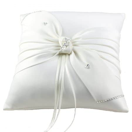 LR029 – square satin ring cushion with a bow decorated with beads