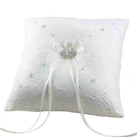LR030 – square lace covered ring cushion with scattered diamante