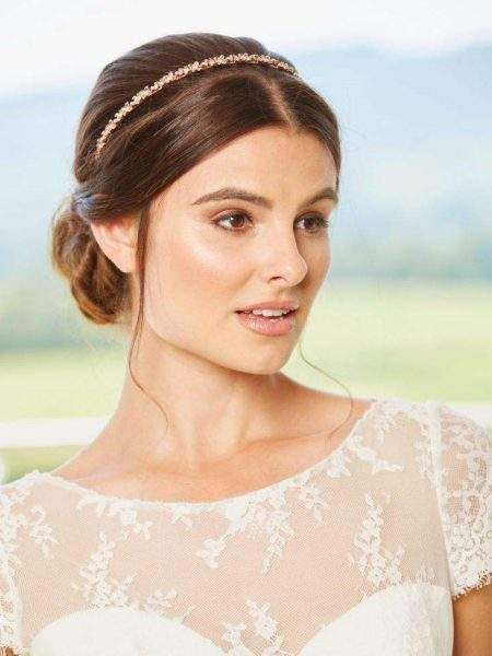 LT646 – narrow flower bridal band with opal centres