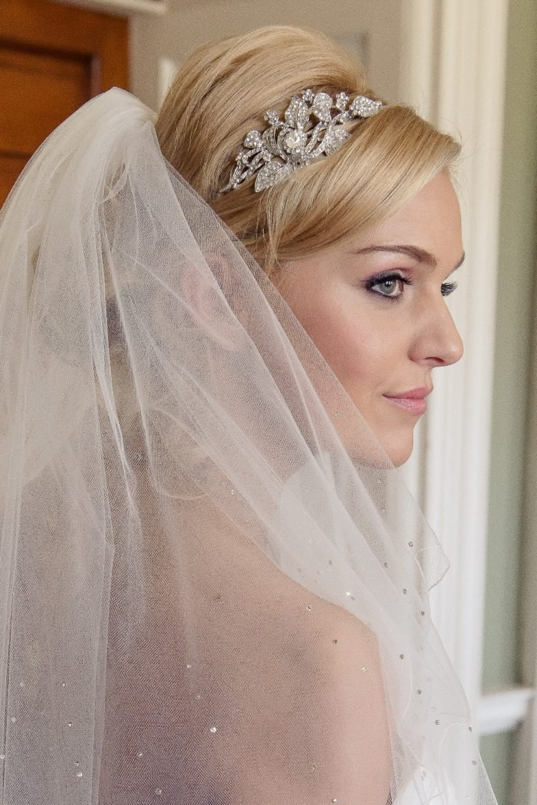 veil with a scalloped edge