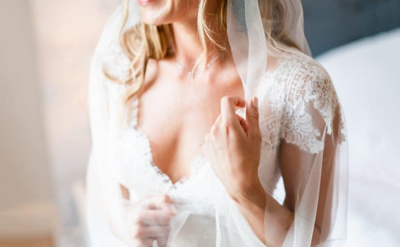 """Beautiful bride Olivia in our """"barely there"""" veil – Sia!"""