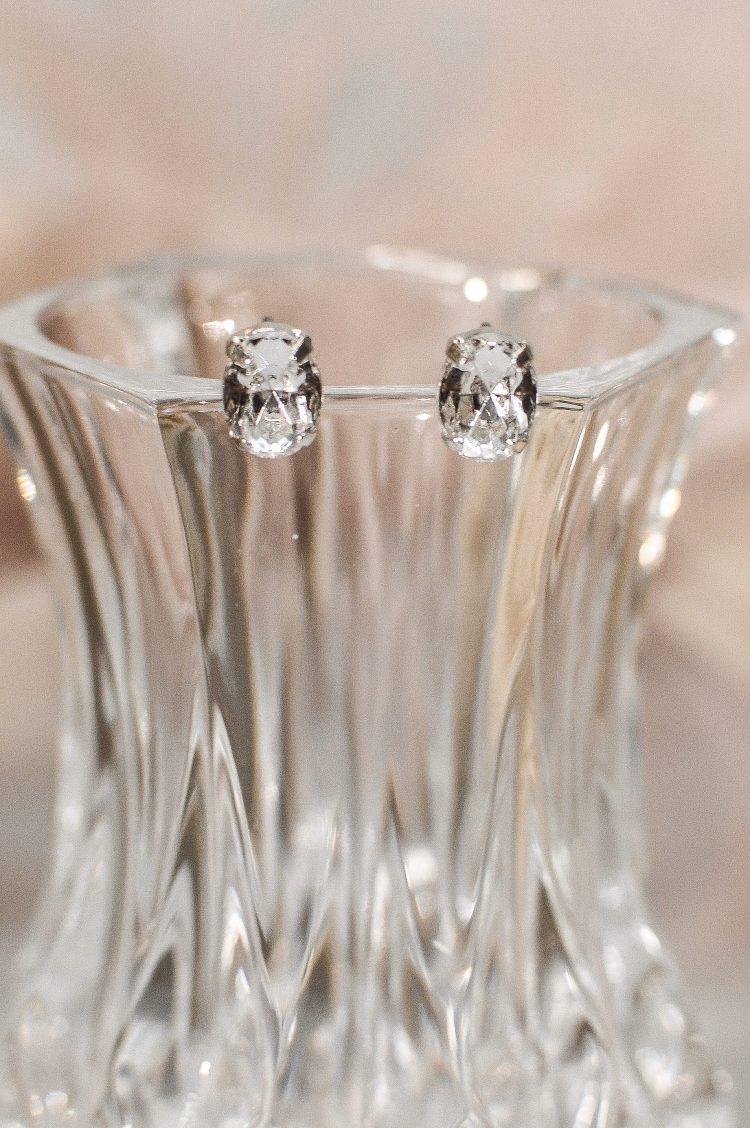 tls1526 earrings on glass closeup