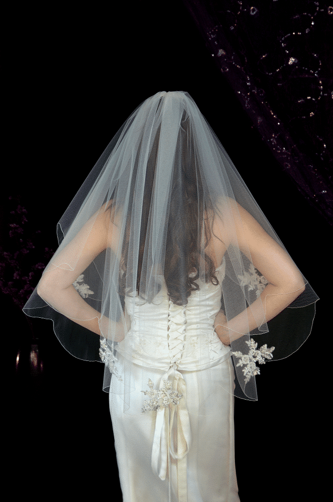 Two layer scalloped veil with lace appliques