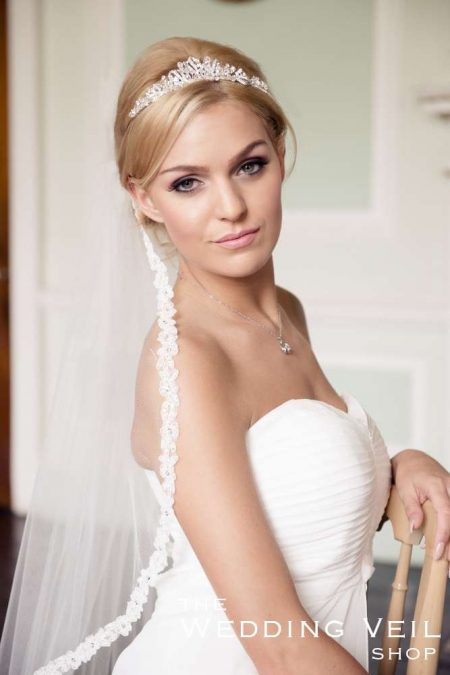 SALE! WILLOW – single layer fingertip length veil with a beaded lace – ivory shimmer