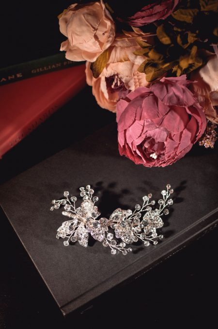 Hermione - classic bridal hair comb with floral details on books TLH3003